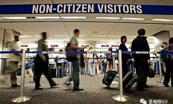 突发!如果下学期只上网课,在美国的留学生将必须强制离境!