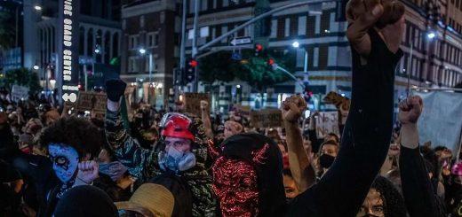一夜无眠!全美暴乱,万人占领大城市!但没有人向你屈服!因为你早已不代表正义!