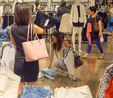华女崩溃: 老妈来探亲 为退货大闹商场 中文教训店员 脸都丢光了