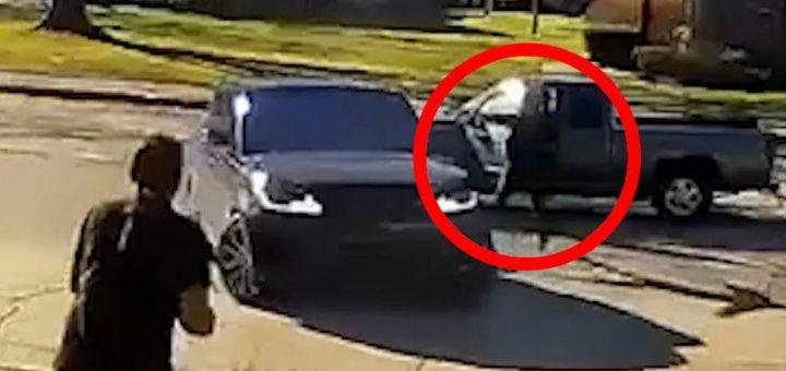 美国女司机开路虎倒车 撞上路怒大哥 遭对方乱枪狂射!