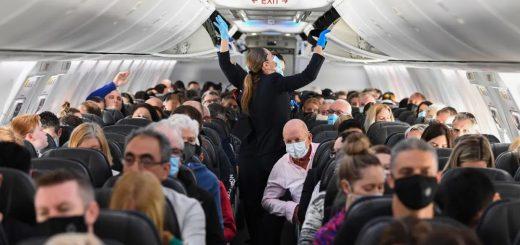 美国夫妻俩确诊新冠 仍带4岁娃登机 空中散毒6小时 一落地立遭逮捕!
