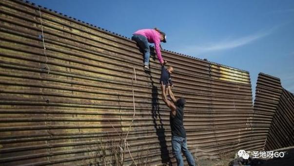 跨境生子,带着婴儿进收容所,与15个人同住……一个孕妇所经历的美国边境乱象